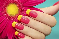 Manicure with pink and yellow varnish with flower