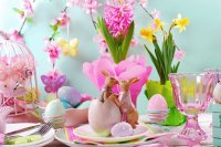 Gorgeous Easter Table with Kissing Bunnies